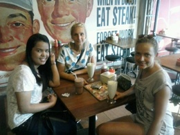 Anne, Paula and Sina in Tebet